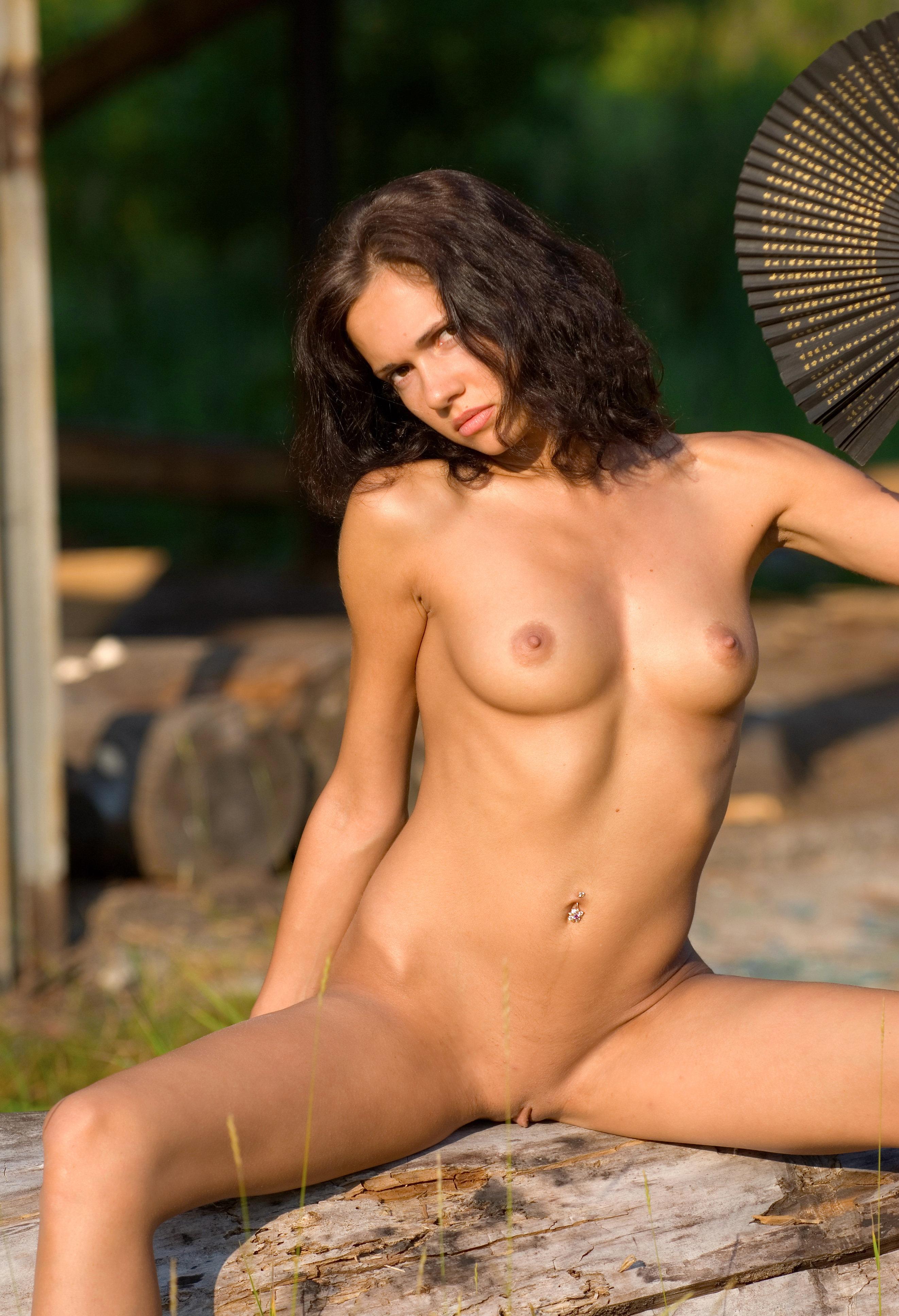 Nud fania porn gallery