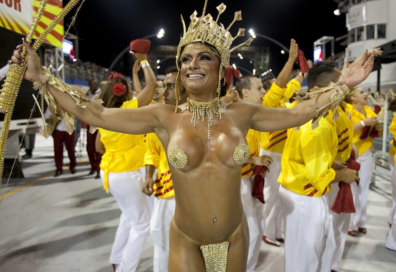 smotret-goliy-karnaval
