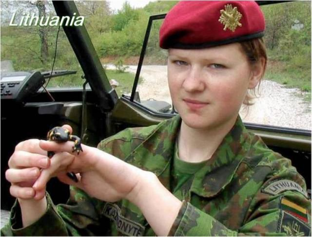 army girls from around the world 640 21