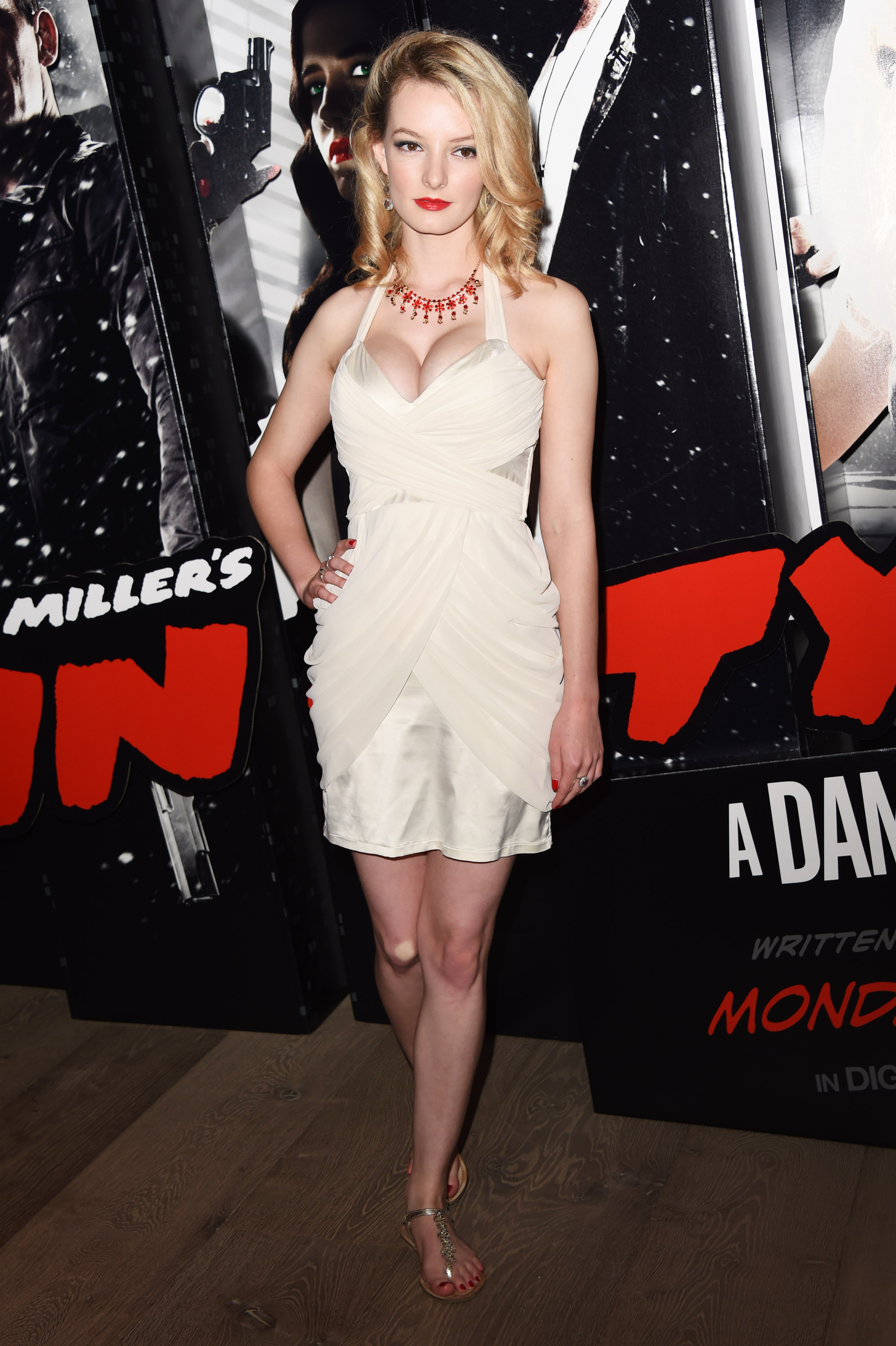 dakota city online dating Despite the fact they have only been dating for a couple of months, dakota johnson and chris martin may be in the wedding planning stage of their relationship an insider told radar online that the coldplay lead singer is ready to take the leap with the 28-year-old actress.