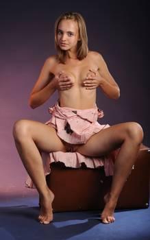 Blonde-in-pink-dress-shares-her-flawless-body-23jc7chgaa.jpg
