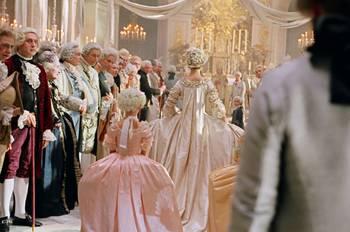 "Coppola - ""Marie-Antoinette"", le film de Sofia Coppola - Page 2 19620674_027-marie-antoinette-theredlist"