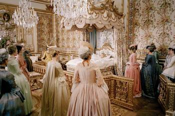 "Coppola - ""Marie-Antoinette"", le film de Sofia Coppola - Page 2 19620686_034-marie-antoinette-theredlist"